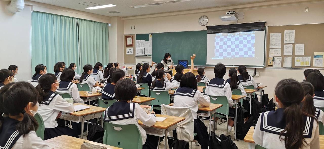 今年度初めての学校朝礼を行いました